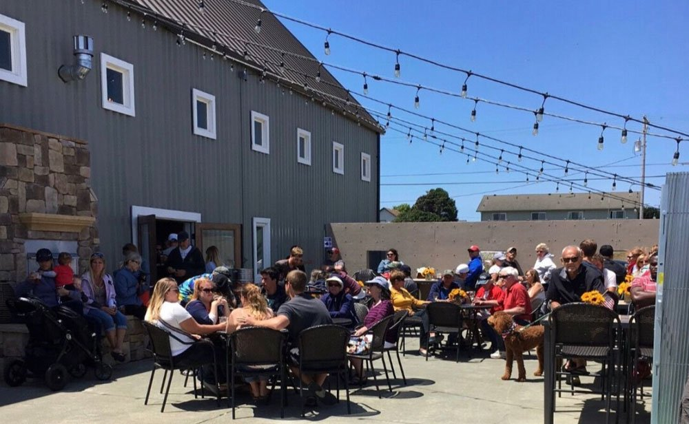 Seaquake Brewing's Outdoor Patio for Dining and Drinking in Crescent City
